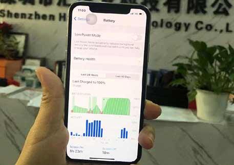 DEJI's Staff Uses DEJI Super High Capacity IphoneX Battery